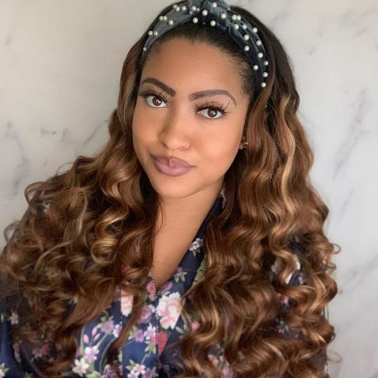 Comparison of human hair wigs and synthetic hair wigs