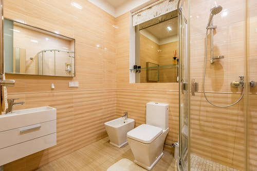 Some Fantastic Bathroom Mirrors for a Fine Bathing Time